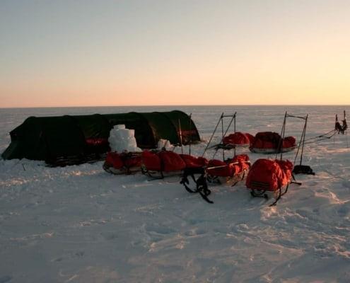 Kamp op Groenland tijdens de expeditie