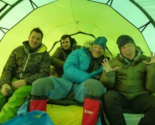 Henk-Jan Geel in de tent op expeditie