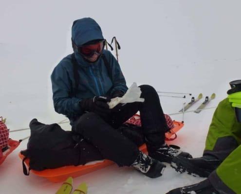 Pauze op de slee tijdens een expeditie