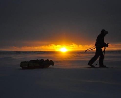 Langlaufen bij zonsondergang