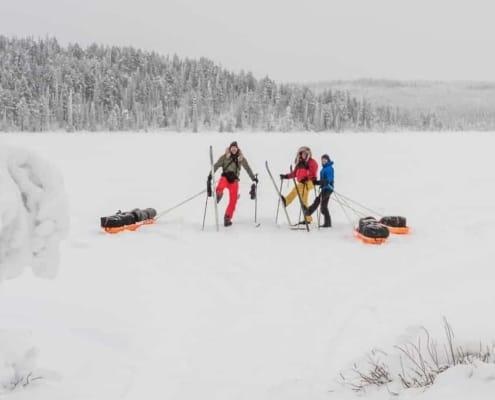 Expeditie in de sneeuw van Zweeds Lapland