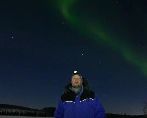 Arjen Treurniet met het noorderlicht in Zweden