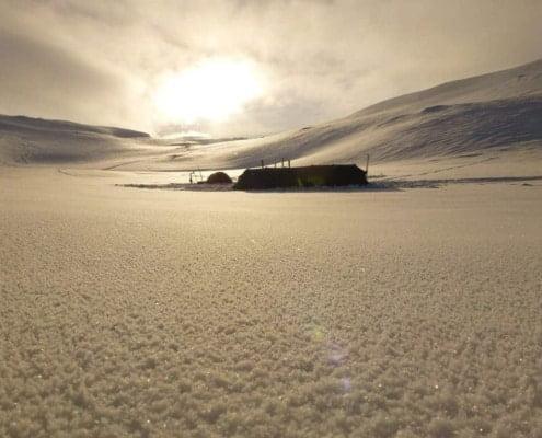 tent tijdens winterkamperen in Noorwegen