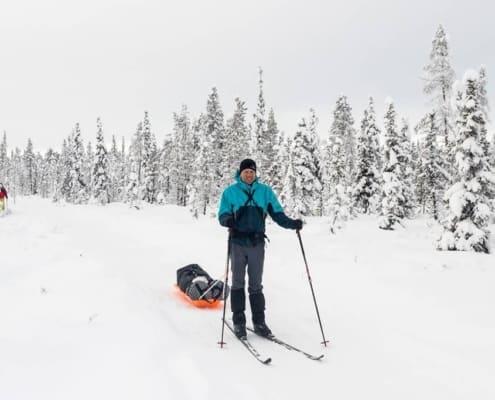 Raymond in een besneeuw Zweden