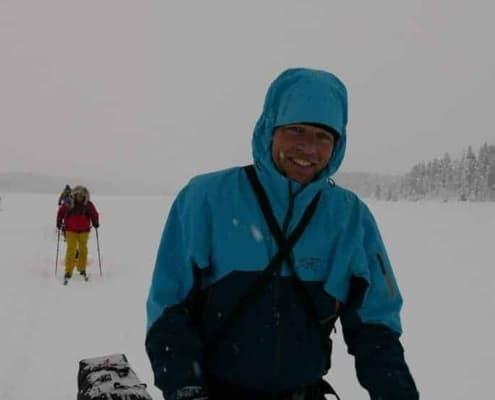 Raymond in de sneeuw van Zweden
