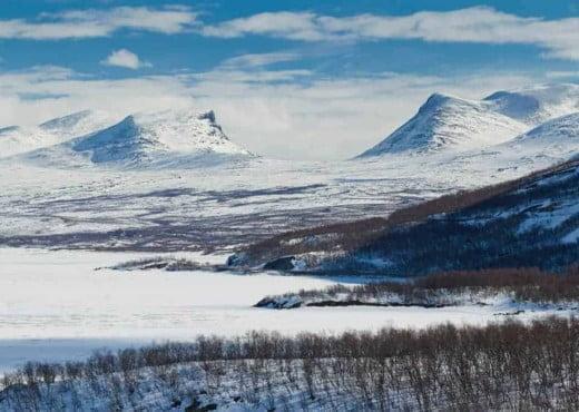 Lapporten gezien vanaf Abisko in de winter