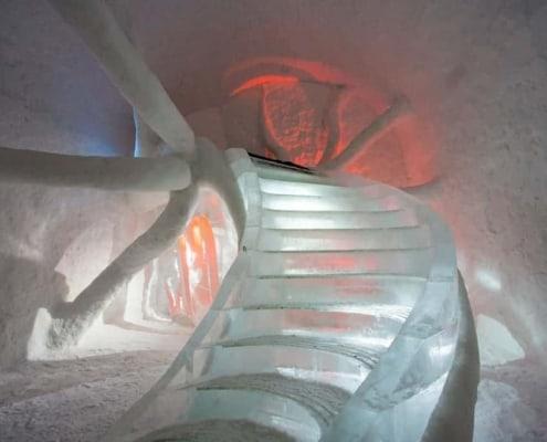 Binnenkant van een kamer in het Icehotel in Jukkasjärvi
