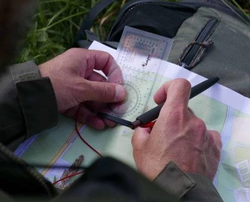 Locatie op de kaart bepalen met een kaarthoekmeter