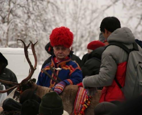 klederdracht op de Sami jaarmarkt in Jokkmokk