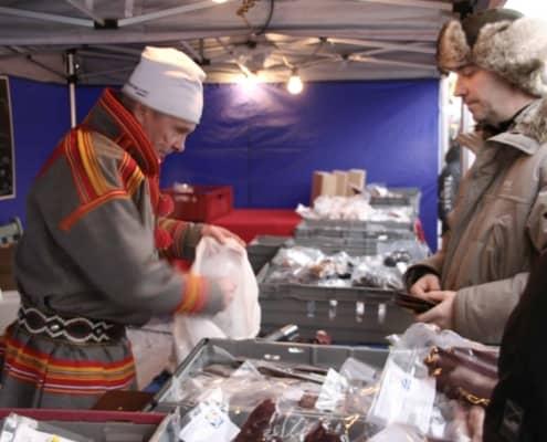 marktkraam op de Sami jaarmarkt in Jokkmokk
