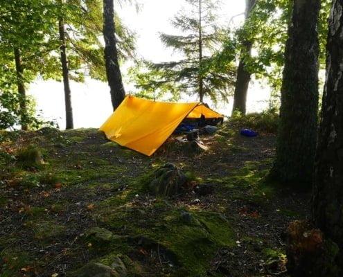 Rab tarp op een eiland in Zweden