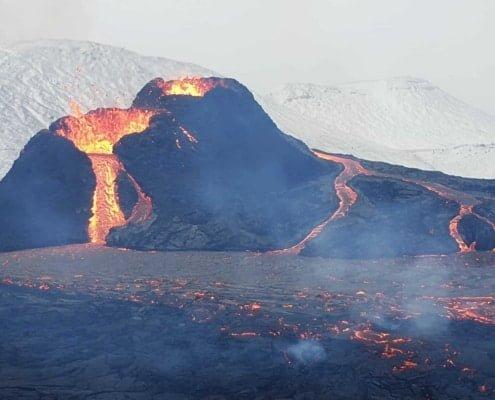 Arctic Adventure IJsland vulkaan trekking 001 DE VLOER IS LAVA TREKKING