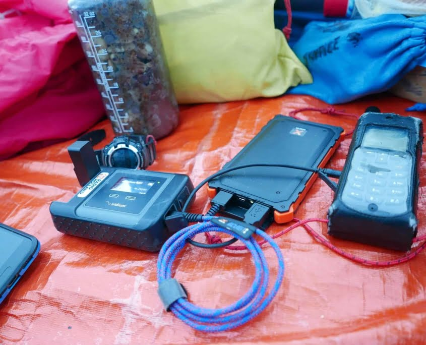 Opladen van elektronische apparatuur met een powerbank