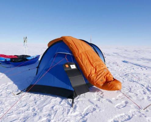 Electrische apparaten in de winter 00011 1 7 apparaten & batterijen opladen tijdens winter-expedities